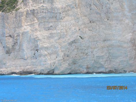 perete alb-albastru